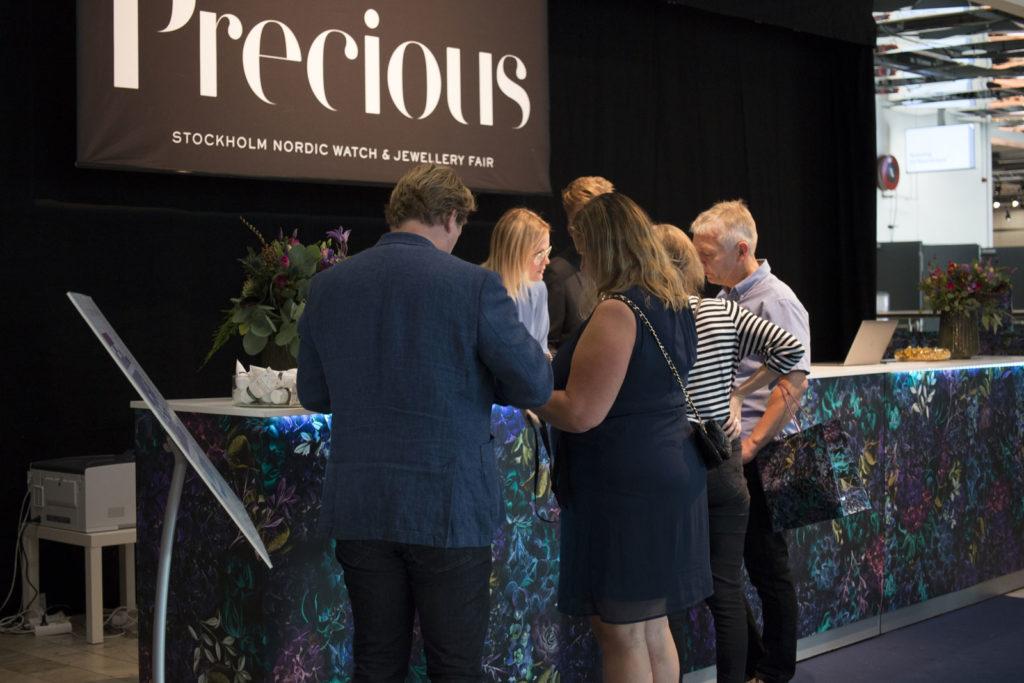 Registeringen vid Nordens största ur- och smyckemässa Precious.